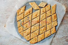 Koolhydraatarme-kaas-crackers-(8) Low Carb Cheese Crackers Recipe, Low Carb Crackers, Cheese Recipes, Atkins Recipes, Low Carb Recipes, Diet Recipes, Healthy Recipes, Diabetic Recipes For Dinner, Low Carb Bread