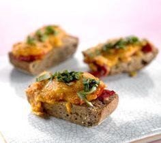 Uuniciabatta pimeneviin iltoihin Baked Potato, Potatoes, Baking, Ethnic Recipes, Food, Potato, Bakken, Essen, Meals