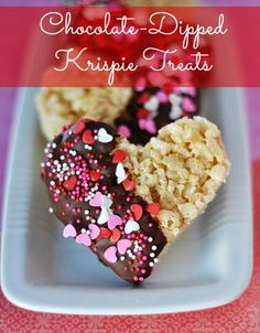 Valentine *I Heart You* Rice Krispie treats are practically a staple food group for most kids and a great dessert to make for first-time bakers. These chocolate dipped heart treats with sprinkles will be loved by all. Valentine Desserts, Valentines Day Food, Valentine Treats, Desserts To Make, Holiday Desserts, Holiday Treats, Valentine Party, Valentines Baking, Valentines Day Chocolates