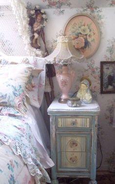 Shabby Chic - cute little bedside cupboard