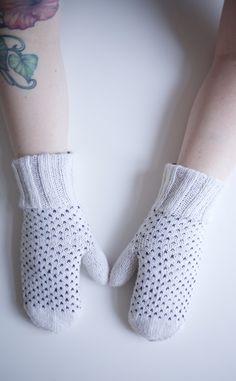 TUPLALAPASET / KÄÄNTÖLAPASET Mittens, Socks, Crafts, Fashion, Fingerless Mitts, Moda, Manualidades, Fashion Styles, Fingerless Mittens