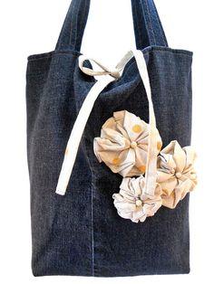 Sconto 30  Borsa in jeans con fiori in di Passioneperleborse, €33.00