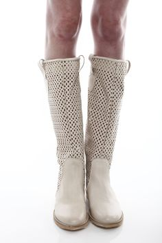 never was much of a boot gal, but these are just too perfect for festivals. .