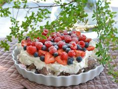 Denne kaken lager du på 10 minutter! Ny favoritt - Franciskas Vakre Verden Real Food Recipes, Cookie Recipes, Yummy Food, Pudding Desserts, No Bake Desserts, Norwegian Food, Berry Cake, Crazy Cakes, Sweet Cakes