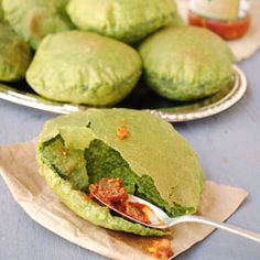 Palak puri ~  This sinful Indian fried bread is loved by one and all. Now loaded with all the goodness of spinach.