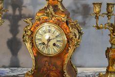 Garniture De Cheminée en vernis Martin - garnitures de cheminées French Clock, Objet D'art, Decoration, Display, Home Decor, Gold Background, Antique Shops, Pendulum Clock, Polish