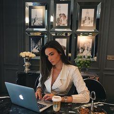 Work Business Outfits, Business Attire, Business Women, Luxury Lifestyle Women, Rich Lifestyle, Lifestyle Blog, Boss Lady, Girl Boss, Schönheitssalon Design