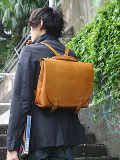 Japan made Herz Knowledge Bag, heavy but high quality. ナレッジバッグ 着用
