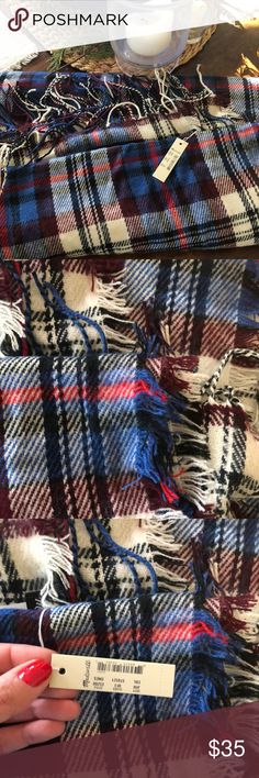Plaid Madewell scarf Big and soft Madewell scarf with fringe. Received as a gift and never worn. It was a gift from my mom so I am sentimental and want it to go to a good home where it will be worn! Madewell Accessories Scarves & Wraps