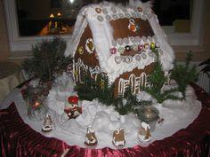 Russischer Wintermärchenzauber in der SONNENHOF-Weihnachtszeit: selbstgebackenes grosses russisches Märchenhaus aus Lebkuchen www.HotelSonnenhof.com LÜGDE bei BAD PYRMONT