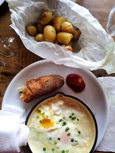 Brunch at The Fat Hen in Seattle, WA. Eggs benedict, baked eggs, pork and some fun drinks. A must if you are a Seattle resident or happen to travel there.