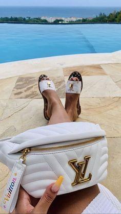 Louis vuitton handbags – High Fashion For Women Louis Vuitton Shoes, Louis Vuitton Handbags, Purses And Handbags, Burberry Handbags, Dior Handbags, Luxury Purses, Luxury Bags, Mode Poster, Accesorios Casual