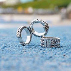 Buddha to Buddha ring met gravure aan de binnenkant. Embrace life, love is now! Zilveren ring voor heren en dames.  www.ajuweliers.nl