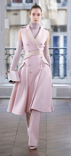 Ralph & Russo Fall 2018 Ready-to-Wear collection, runway looks, beauty, models, and reviews. Coat vest