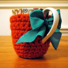 If only i knew how to knit! Crocheted Coffee Cozy Sleeve - Tea Mug Warmer/Jacket Crochet Coffee Cozy, Crochet Cozy, Crochet Crafts, Yarn Crafts, Diy Crafts, Cute Coffee Mugs, Tea Mugs, Knitting Projects, Crochet Projects