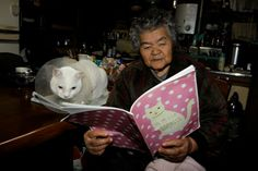 """""""Misao and Fukumaru"""" by Miyoko Ihara Feel Good Pictures, Amor Animal, Son Chat, Best Friends For Life, Children's Picture Books, Cat People, White Cats, Cute Images, Cool Cats"""