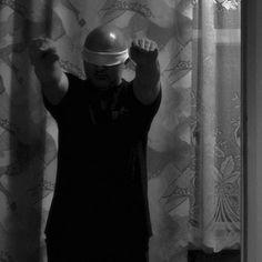 Az első capuccino a #LátszótérRádió-ban  20.00 Csabáliák - A felnőtt Adrian Mole újabb és újabb szenvedései Bobák Csaba hangján. Web latszoter.hu/radioplayer/radio.html Player stream.latszoter.hu/radio.m3u Mobil tun.in/seVtq fotó © Frantisek Balga