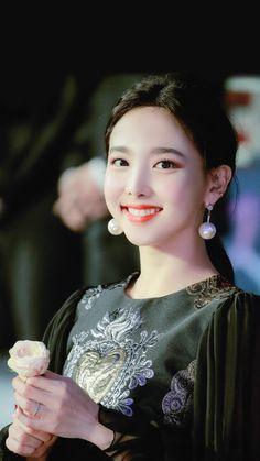 Kpop Girl Groups, Korean Girl Groups, Kpop Girls, Warner Music, Twice Once, Nayeon Twice, Twice Kpop, Im Nayeon, Dahyun