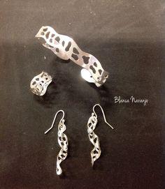 Pulsera, anillo y aretes, plata 950, técnica Plata calada.