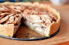 Almás-mascarponés-diós pite recept: Ez egy nagyon gyorsan elkészíthető, nutellás sajttorta. Ha hirtelen nem várt vendégek jelentkeznek be akkor pont ideális választás lehet ... és garantáltan sikere lesz! ;)