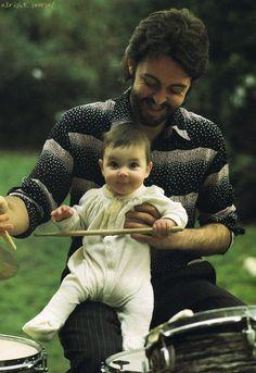 Paul e bebê Mary, fotografada por Linda