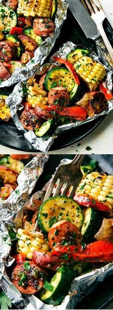 These delicious and easy tin foil packets are so quick to assemble! They are packed with sausage, tons of veggies, and the best seasoning mix. This easy tin foil sausage and veggies dinner is sure to be a family favorite this summer! Sausage Recipes, Pork Recipes, Healthy Recipes, Quick Recipes, Ketogenic Recipes, Summer Recipes, Healthy Foods, Keto Recipes, Skinny Recipes