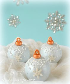 Sugar flowers Creations-Nicky Lamprinou: Χριστουγεννιάτικες μπάλες !! Γλύκισμα