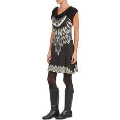 {50,90 € Κερδίστε 102 πόντους} Ορίστε ένα όμορφο κοντό φόρεμα της μάρκας Smash που έχει πολυάριθμα ατού! Η σύνθεση από spandex (5%) όπως και το μαύρο χρώμα του θα σας ικανοποιήσουν. Τέλειο για την χειμερινή σεζόν, θα βρει τη θέση του στα θηλυκά σας ντυσίματα! Πληροφορίες :Σύνθεση:    Πολυεστέρας : 95%    Spandex : 5% Dresses, Fashion, Vestidos, Moda, Fashion Styles, Dress, Fashion Illustrations, Gown, Outfits