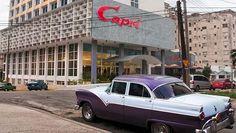 Con el Hotel NH Capri, los años 50 están de vuelta en La Habana. Con el triunfo de la revolución, los mafiosos se apresuraron a salir de Cuba y sus negocios fueron clausurados, sin embargo La Habana ha mantenido vivo el atractivo legado estético de ese período. #hotel #habana #cuba