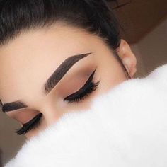 Tips para maquillar tus cejas y que luzcan perfectas http://beautyandfashionideas.com/tips-maquillar-tus-cejas-luzcan-perfectas/ Tips to make your eyebrows look perfect #Tipsparamaquillartuscejasyqueluzcanperfectas