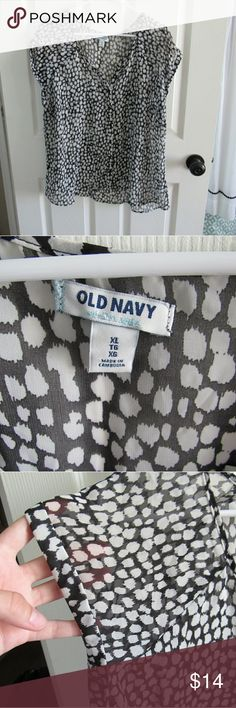 Old Navy Black and White Blouse Such a cute blouse for summer and fall! This works for all seasons whether on it's own or layered under a sweater! Make an offer? Bundle to save! Old Navy Tops Blouses