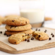 Delicious chocolate chip cookies with milk. Sans Lactose, Delicious Chocolate, Cookies Et Biscuits, Chocolate Chip Cookies, Gluten, Cooking, Food, Club, Fitness