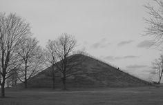 Mound Builders: A Travel Guide to the Ancient Ruins in the Ohio Valley: 32 of the Largest Adena Hopewell Mounds Photographed in Ohio
