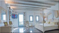 mediterrán otthon, hálószoba bútorok, mennyezet fánól (Lakberendezés 10) Cottage Homes, Sweet Home, Loft, Country, Bed, Furniture, Home Decor, Decoration Home, House Beautiful