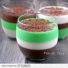 Chocolate and Mint Panna Cotta Wine Recipes, Low Carb Recipes, Healthy Dinner Recipes, Desserts In A Glass, Dessert Cups, Mint Chocolate, Desert Recipes, Panna Cotta, Delicious Desserts