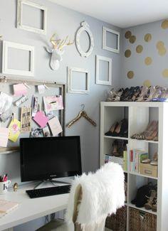 Office styling // empty frames // bookshelves // bulletin board style