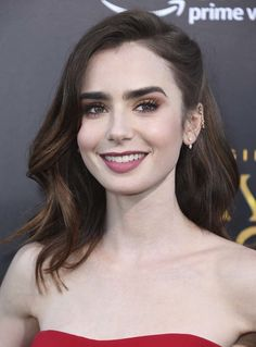 Beauty Makeup, Hair Makeup, Hair Beauty, Lily Collins Style, Lily Collins Makeup, Brown Hair Inspiration, Androgynous Haircut, Hair Dye Colors, Hazel Eyes