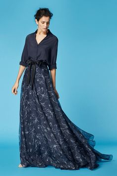 Carolina Herera 212 Доступ к нашему блогу гораздо больше информации Beautiful Gowns, Beautiful Outfits, Modest Fashion, Fashion Dresses, Dress Skirt, Dress Up, Best Street Style, Street Styles, Mob Dresses