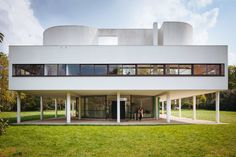 Le Corbusier, Villa Savoye (built between 1928 and Poissy, France by Pedro Kok Architecture Bauhaus, Chinese Architecture, Architecture Office, Futuristic Architecture, Architecture Design, Arquitetos Zaha Hadid, Architectes Zaha Hadid, Zaha Hadid Architects, Famous Architects
