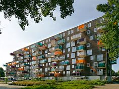 WoZoCo is the first housing complex realized by MVRDV. The client, a large housing corporation, required 100 units for elderly residents in a proposal that mad. Indoor Outdoor Living, Outdoor Life, Rotterdam, Arch Building, Architect Drawing, Social Housing, Unique Buildings, Chinese Garden, Amsterdam City