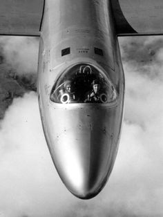 test pilots Peter Hillwood and Roland Beamont in an English Electric Canberra T4 circa 1960 (via the_tartanterror)
