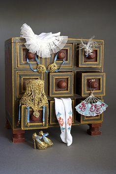 Lolita's dresser, Enchanted Dolls