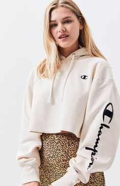 38+ Super Cute Hoodies Outfits For Girls To Wear This Fall