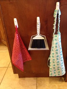 Perfect set-up for the child in your home. Montessori in the kitchen, practical life on low hooks.
