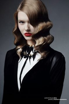 Incredible necklace and retro hair
