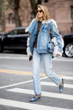 The Best Street Style Looks From New York Fashion Week Fall 2019 - Fashionista New York Fashion Week Street Style, Cool Street Fashion, Street Style Women, Looks Street Style, Autumn Street Style, Trench Coats, Color Verde Militar, Estilo Street, New Yorker Mode