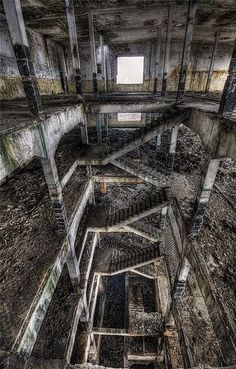 9 Photos of Abandoned Cities - Beautiful Images Abandoned Buildings, Abandoned Mansions, Old Buildings, Abandoned Places, Old Abandoned Houses, Abandoned Amusement Parks, Haunted Places, Old Houses, Urban Decay