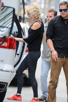 Taylor Swift Photos Photos - Singer Taylor Swift hits up a gym for a workout in New York City, New York on August 8, 2016. Taylor spent the weekend celebrating Karlie Kloss' birthday in the Hamptons. - Taylor Swift Heads to the Gym in New York City