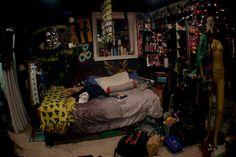Fuck Yeah Teenage Bedrooms – retro her Punk Room, Emo Room, Punk Rock Bedroom, Room Ideas Bedroom, Bedroom Inspo, Bedroom Decor, Awesome Bedrooms, Cool Rooms, Grunge Bedroom