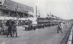 Le Mans 24heures 1934 , Alfa Romeo 8C 2300 Lm #6 , Drivers Lord Howe / Tim Rose Richards ,  Bugatti T50 #2 of Drivers Roger Labric / Pierre Veyron , Lorraine B3-6 #3 of Vernet / Porthault , Bugatti T44 #4 of Jean Mahé / Jean Desvignes , Alfa Romeo 8C 2300 #7 of Raymond Sommer / Pierre Felix , Alfa Romeo 8C 2300 #5 of Freddy Clifford / Saunders Davies.